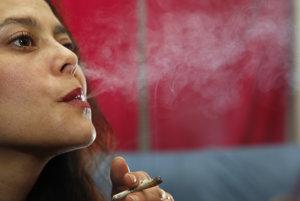 Za fajčenie marihuany by sa v budúcnosti mohla platiť už len pokuta. (Ilustračné foto)
