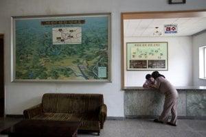 Recepcia severokórejského hotela - nával tu teda nie je.