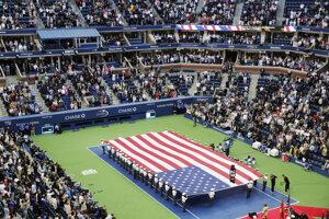 Úvodný ceremoniál pred začiatkom finálového zápasu ženskej dvojhry.
