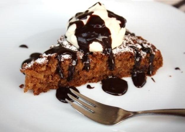 Jablkovo orechový koláč