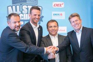 Zľava: Výkonný riaditeľ Erste Bank Eishockey Liga Christian Feichtinger z Rakúska, riaditeľ slovenskej Tipsport ligy Richard Lintner, výkonný riaditeľ Tipsport extraligy Jozef Řezníček z Českej republiky, výkonný riaditeľ Deutschen Eishockey Liga Gernot Tipcke z Nemecka.