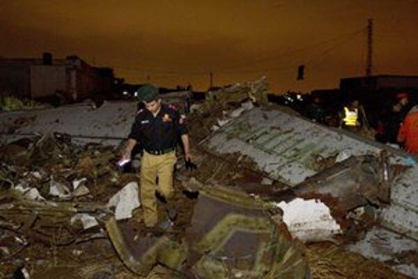 Lietadlo padlo na obývanú oblasť.