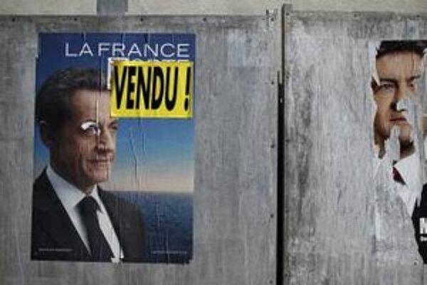 """Predvolebný plagát súčasného francúzskeho prezidenta Nicolasa Sarkozyho s nápisom """"Zradca""""."""