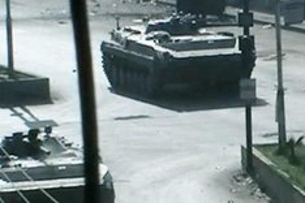 Sýrske tanky v meste Douma.