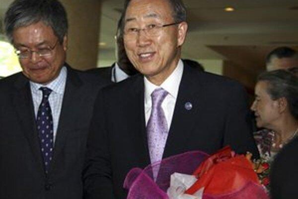 Pan Ki-mun pricestoval do Barmy.