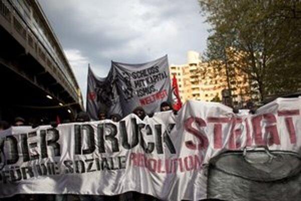 Pochod v berlínskej štvrti Kreuzberg.