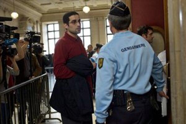 Hicheur po príchode na súd.