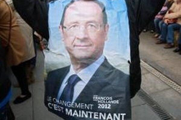 Prieskumy hovoria o tesnom víťazstve Hollandea.