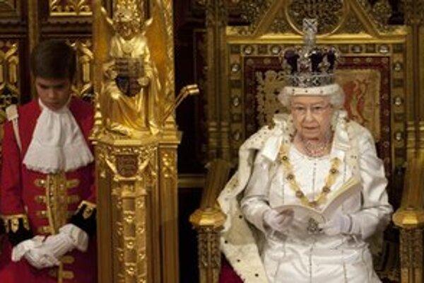 Alžbeta II. v Snemovni lordov.