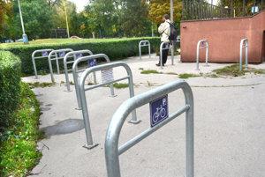Stojany na bicykle. Košičania sa už na systém zdieľaných bicyklov tešia. Otázkou je, či to zvládne premávka.