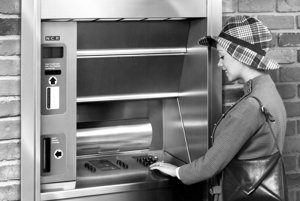 Takto vyzerali bankomaty v 70. rokoch.