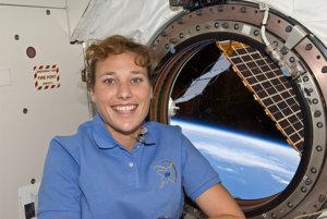 Dorothy Metcalf-Lindenburgerová na ISS. Slúžila na misii STS-131 na ISS na jar 2010.