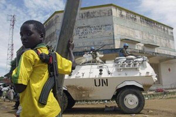 V afrických konfliktoch stále bojujú desaťtisíce detských vojakov.