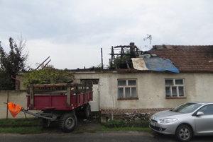 Polovica domu vyhorela úplne, druhá je neobývateľná.