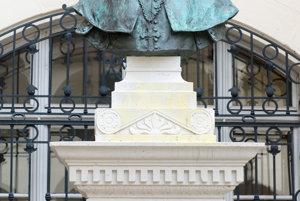 Busta Floriša Rómera na nádvorí Starej radnice