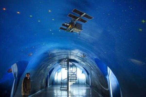 Model severokórejského satelitu v observatóriu Samjiyon.
