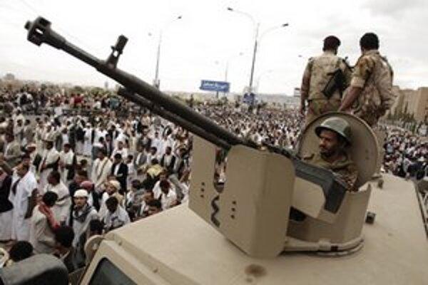 Vojaci počas demonštrácie v Saná.