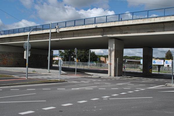 Moste je zrekonštruovaný, z plafóna už kvapká voda.