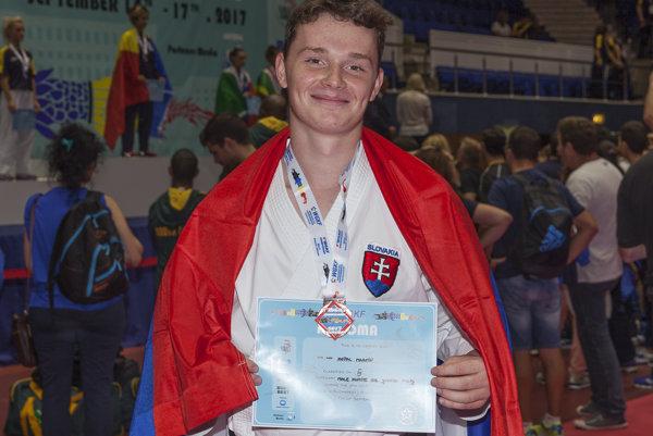 Martin Kopáč s medailou.