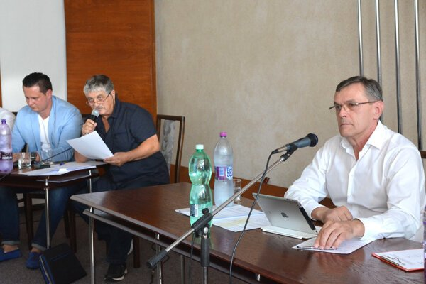 Alfonz Halenár. Starosta KVP si myslí, že poslanci mali v rokovaní pokračovať a pracovné povinnosti sú iba výhovorkou.