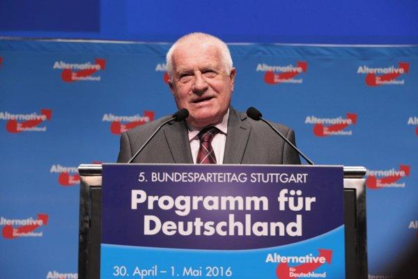 Václav Klaus vystupuje často pred politikmi AfD. Momentka je z roku 2016.