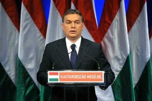 Podľa maďarského premiéra musia v čase krízy dominovať politické rozhodnutia namiesto odborných.