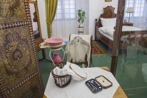 Z výstavy Utajený dámsky svet v  Slovenskom národnom múzeu-Múzeu Červený Kameň.