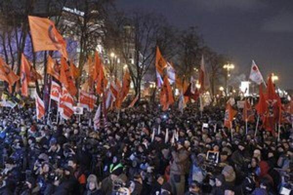 Opozícia plánuje cez víkend veľký protest.