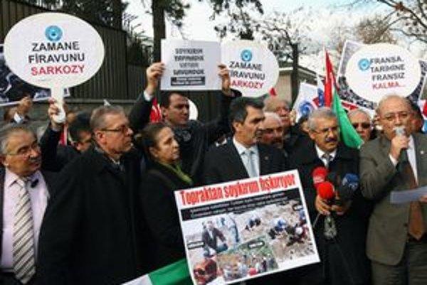 Turci v decembri demonštrovali pred francúzskym veľvyslanectvom v Ankare.