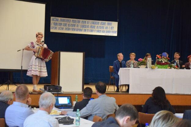 V kultúrnom programe vystúpila heligonkárka Vlasta Mudríková.