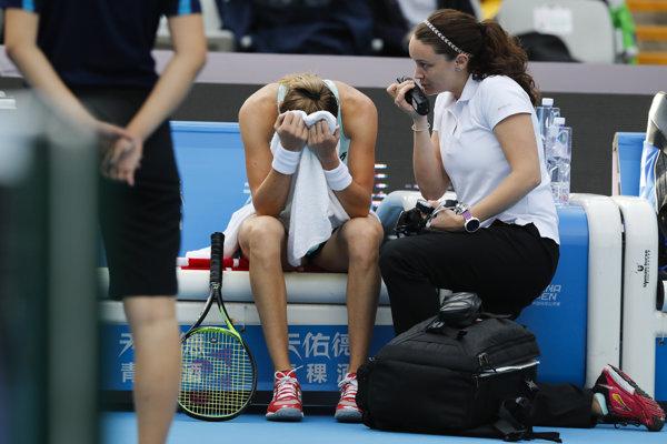 Magdaléna Rybáriková počas zápasu proti Simone Halepovej.