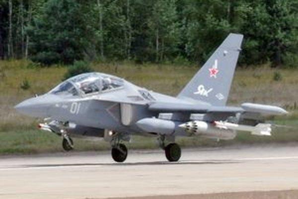 Stíhačka Jakolev Jak-130.