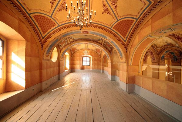 Kategória: Obnova a prestavba, Stará synagóga v Bardejove, Obnova areálu prebieha už dlhšie, dokončenie synagógy je prvý viditeľný výsledok. Podľa projektu obnovy by v synagóge mal byť priestor na výstavy a koncerty, v ostatných objektoch administratívne priestory, múzeum a konferenčné priestory. Pravdepodobne však túto koncepciu bude potrebné prispôsobiť potrebám budúcich  užívateľov.