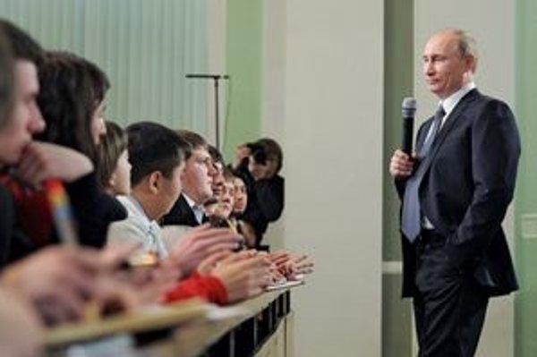 Putina v týchto dňoch naplno zamestnáva kampaň.