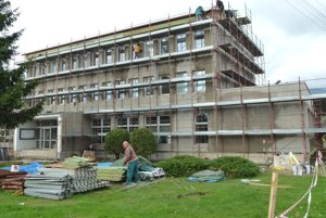 Rekonštrukcia mestského úradu pomaly finišuje.