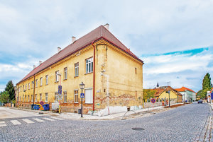 Bytový dom na Halenárskej. Ulicu prednedávnom kompletne vynovili.