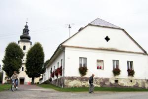 V obci majú dva kostoly, husitský aj katolícky. FOTO: (MJ)