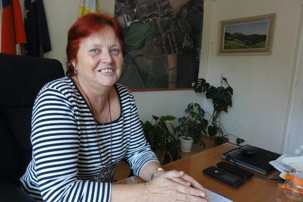 Poslanci zvolili do čela dediny Editu Grzybovú. Žitavany povedie až do doplňujúcich volieb.