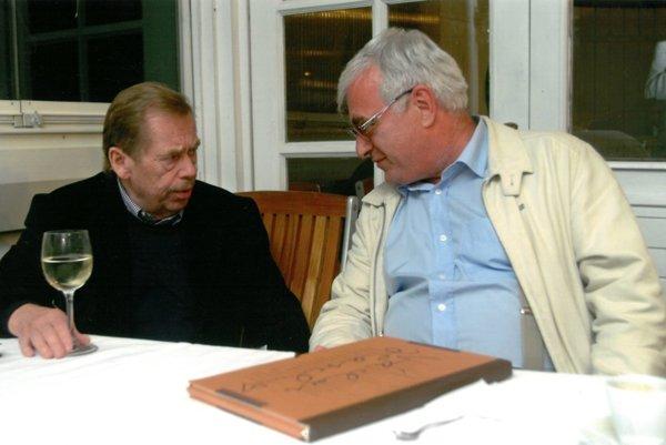 Peter Vajda na snímke s Václavom Havlom.