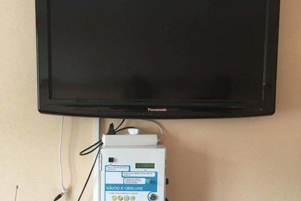Televíziu je možné sledovať za poplatok.