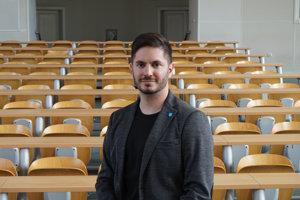 Miloš Gregor je politológ a odborník na politický marketing z Masarykovej univerzity v Brne.