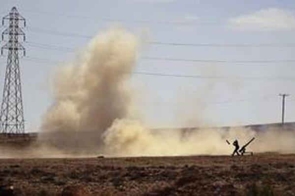 Vzbúrenci v rámci bezpečnosti premiestnili svoje zbrane do púšte.