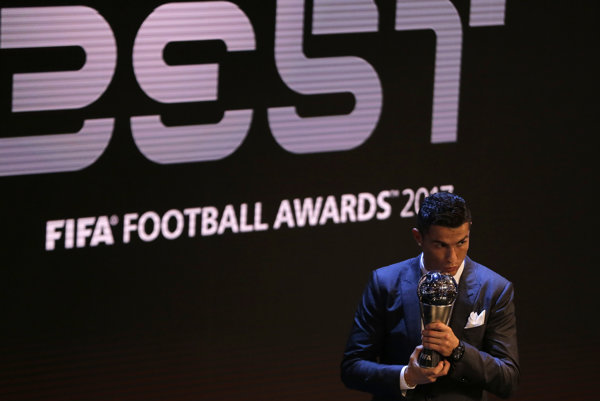 Cristiano Ronaldo sa stal najlepším futbalistom na svete za rok 2017.