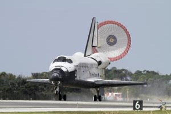 Legendárny raketoplán pristál naposledy, pôjde do múzea.