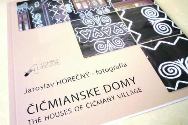 Fotografické objekty pod názvom Čičmianske domy autor úspešne predstavil vKanade, USA, Prahe aLondýne.