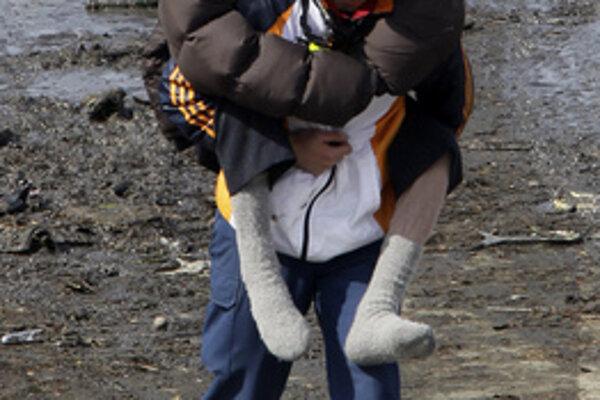 V Japonsku pokračuje evakuácia ľudí z postihnutých oblastí.