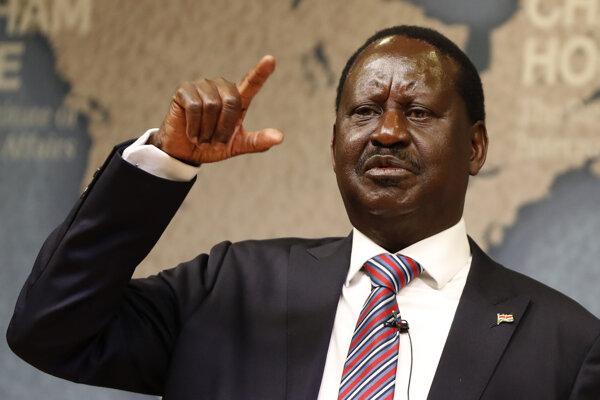 """Televízie chceli odvysielať akciu, ktorú v Nairobi zorganizoval neúspešný prezidentský kandidát Raila Odinga a v rámci ktorej sa, držiac nad hlavou Bibliu, označil za """"ľudového prezidenta""""."""