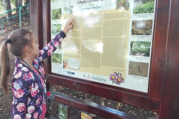 Na Malej hore sú osadené informačné tabule o flore a faune.