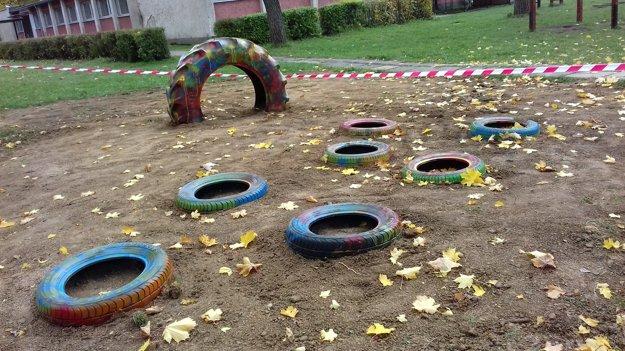 Aj pneumatiky možno využiť na detskom ihrisku.