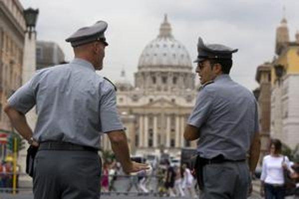 Vatikán chce pri boji proti praniu špinavých peňazí aj terorizmu spolupracovať s políciou aj medzinárodnými orgánmi.